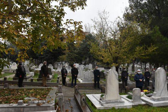 Prof. Dr. M.Orhan Dikmen ölümünün 13. yılında mezarı başında anıldı